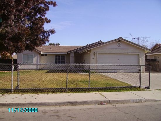 2450 N Summers Ct, Visalia, CA 93291