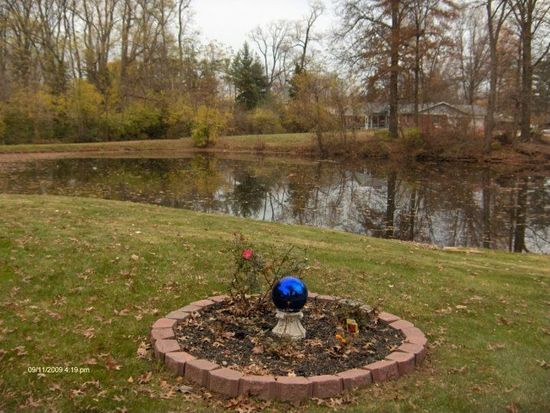 40 Lakeview Dr, Terre Haute, IN 47803