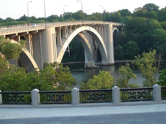 1201 E River Pkwy, Minneapolis, MN 55414