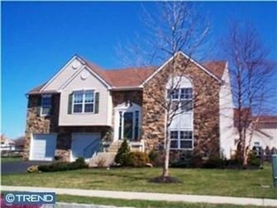 6110 Hearthstone Dr, Pipersville, PA 18947