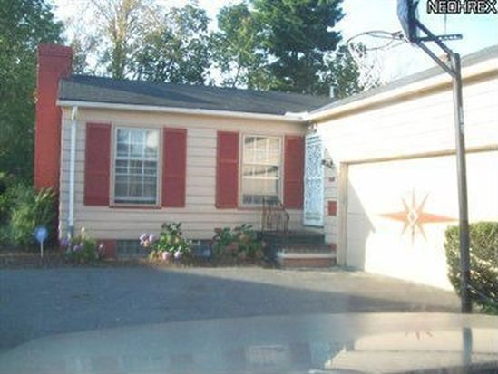 20738 Selfridge Pkwy, Beachwood, OH 44122