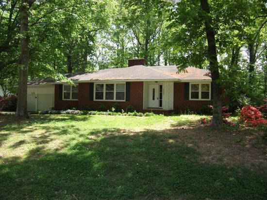 2000 Forest Hill Dr, Greenville, NC 27858
