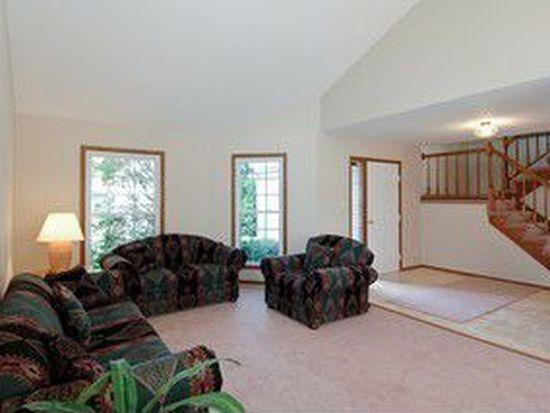 4719 W Glenbrook Trl, Mchenry, IL 60050