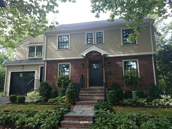 41 Carlson Cir, Boston, MA 02132