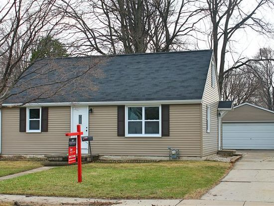 1199 Hickory Hill Dr, Green Bay, WI 54304