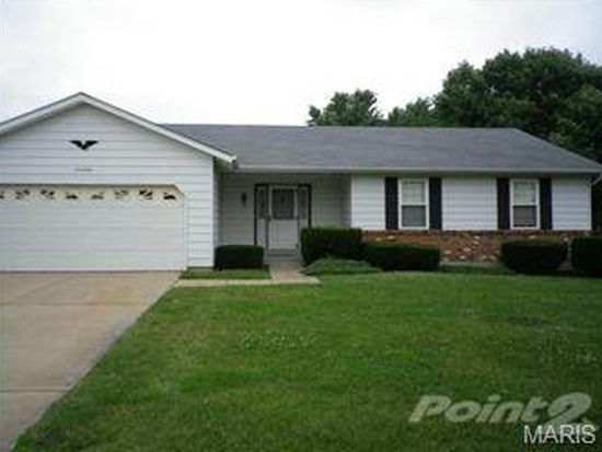 17 W Sunny Wood Ct, Saint Peters, MO 63376