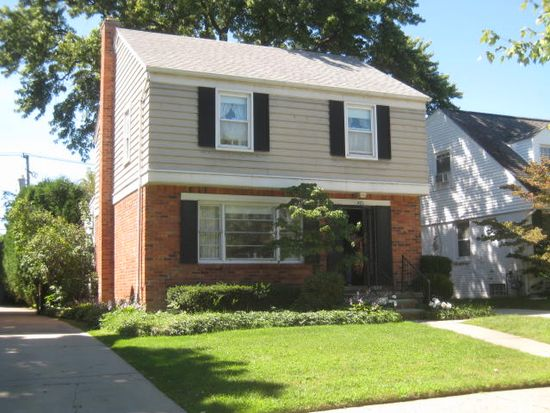 421 Hillcrest Ave, Grosse Pointe Farms, MI 48236