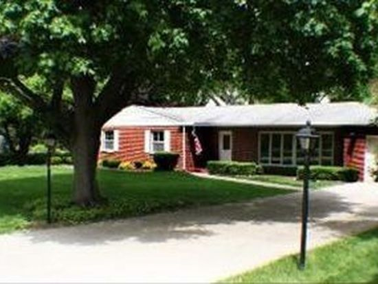 840 Country Club Rd, Crystal Lake, IL 60014