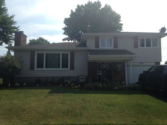 1254 Greenbrier Ln, North Tonawanda, NY 14120