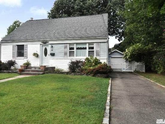 44 Shadyside Ave, Port Washington, NY 11050