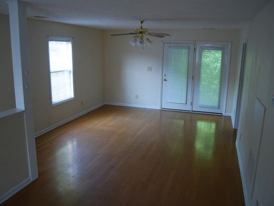 303 Hinsdale Ave APT 202, Fayetteville, NC 28305