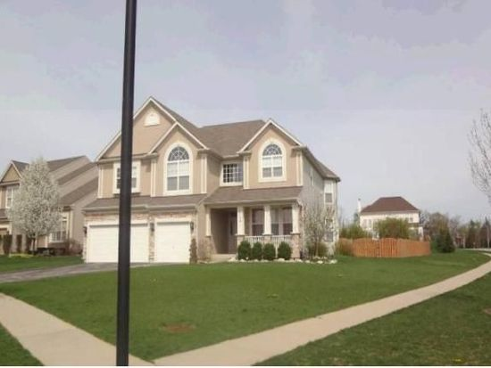 1301 Maple Cir, West Dundee, IL 60118