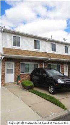 65 Country Dr N, Staten Island, NY 10314