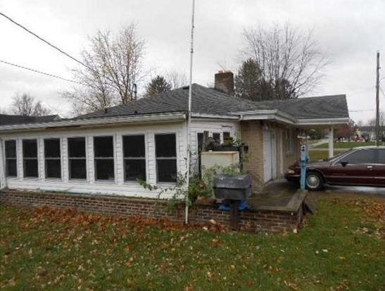 609 S 28th St, Elwood, IN 46036