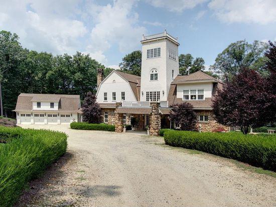 61 Carriage House Rd, Bernardsville, NJ 07924