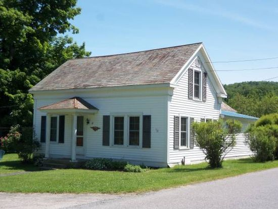 31 Old Military Rd, Pownal, VT 05261
