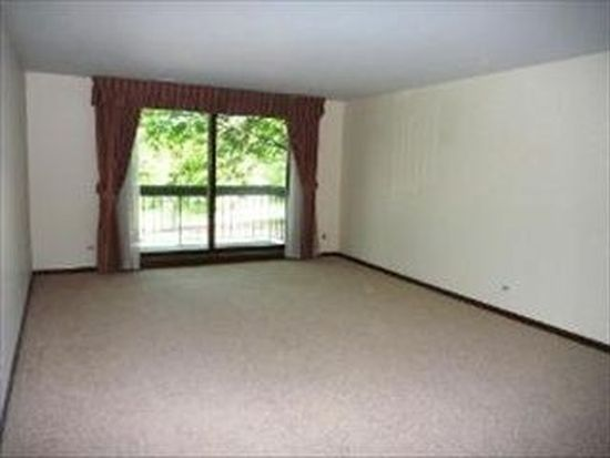 601 Lake Hinsdale Dr APT 209, Willowbrook, IL 60527