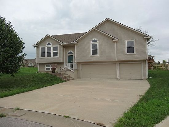 1506 NW Whispering Ct, Grain Valley, MO 64029
