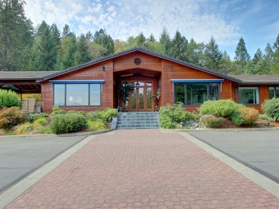 350 NW Woodbrook Dr, Grants Pass, OR 97526