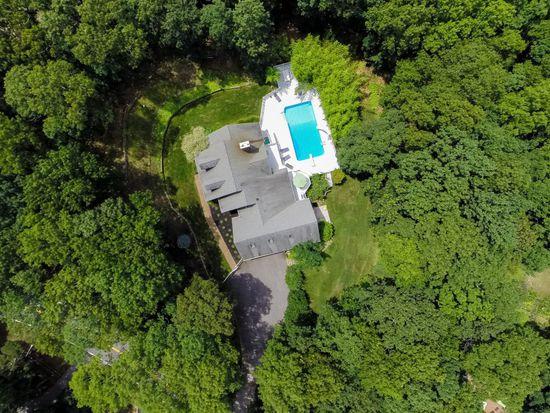 73 Red Creek Rd, Hampton Bays, NY 11946