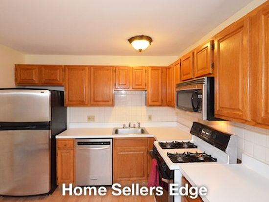 25 Fernview Ave APT 9, North Andover, MA 01845