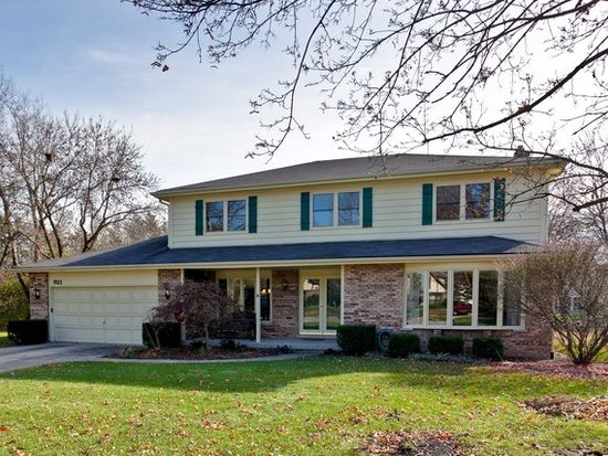 921 Wilshire Dr, Libertyville, IL 60048