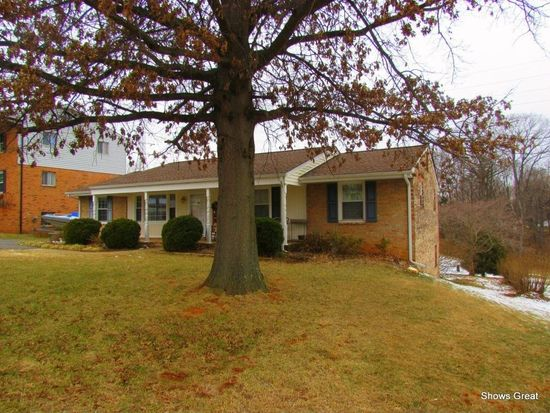 940 Howell Dr, Vinton, VA 24179