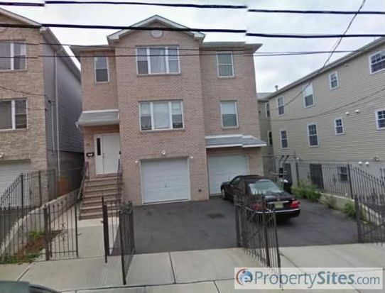 23-25 Governor St, Newark, NJ 07102