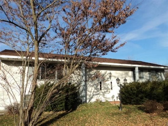 923 William Dr, Knoxville, IL 61448