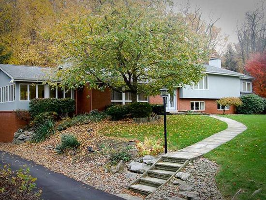 422 Greenwood Dr, Greensburg, PA 15601
