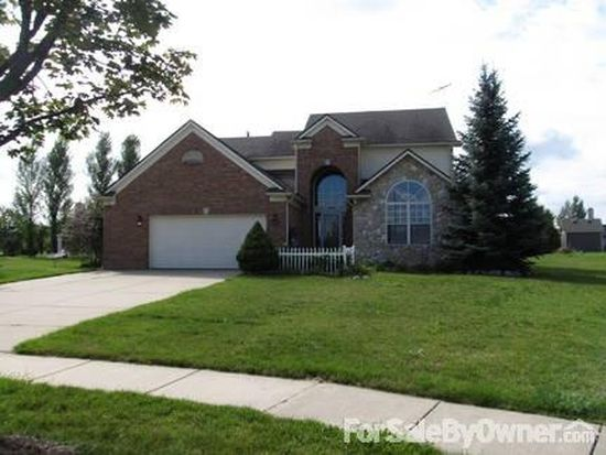 1601 Oak Squire Ct, Howell, MI 48855
