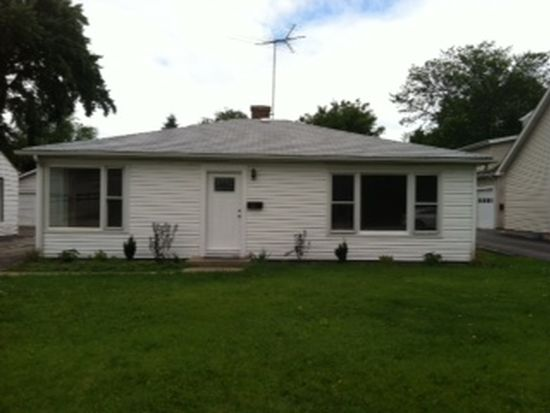 1099 Central Ave, Highland Park, IL 60035