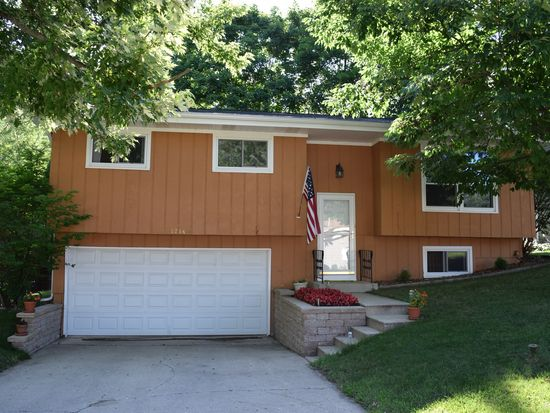 1214 Spruce St, Lake In The Hills, IL 60156