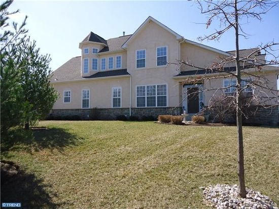 25 Creekview Cir, West Chester, PA 19382
