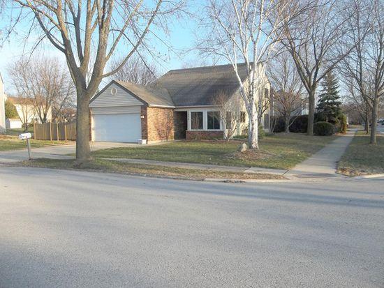 1373 River Oak Dr, Naperville, IL 60565