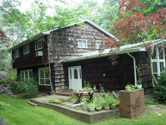 10 Cottontail Rd, Melville, NY 11747