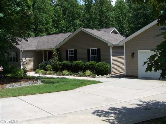 8206 Springdale Meadow Ct, Stokesdale, NC 27357
