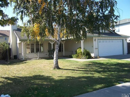 866 Fall River Trl, Vacaville, CA 95687