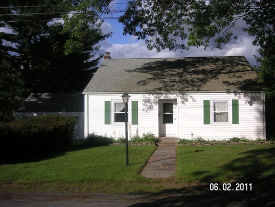 53 Hillside Rd, Lincoln, RI 02865