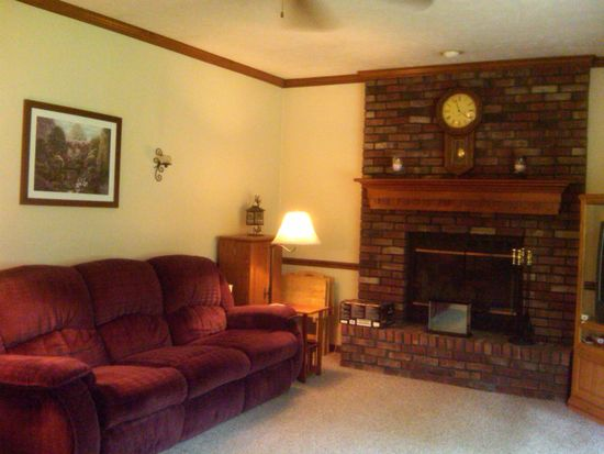 57110 Pine View Dr, South Bend, IN 46619