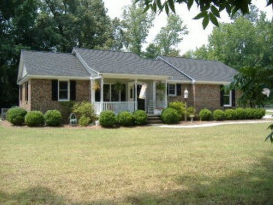 205 W Nash St, Whitakers, NC 27891