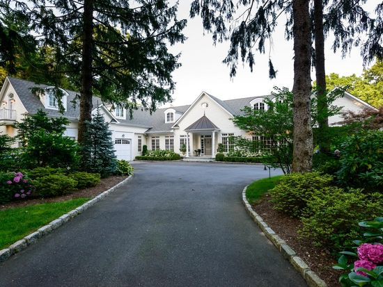 17 Hilldale Ln, Sands Point, NY 11050