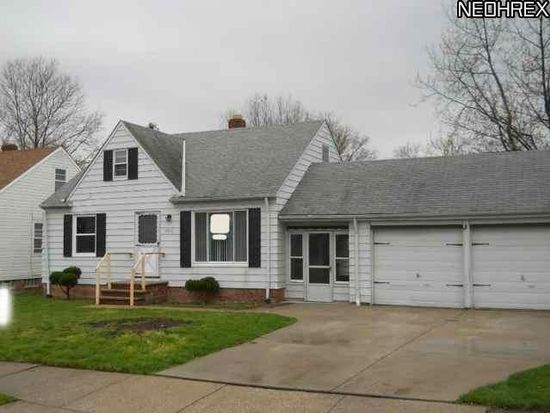 5216 Arch St, Maple Heights, OH 44137