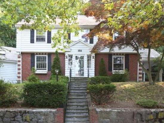 151 Wallis Rd, Chestnut Hill, MA 02467