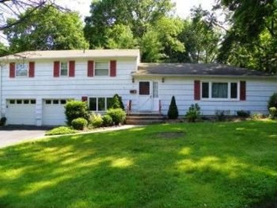 7 Cottage Ter, Livingston, NJ 07039