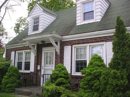 85 Freeman St, Woodbridge, NJ 07095