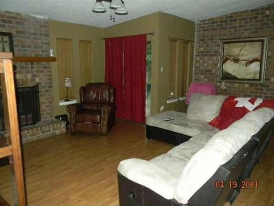 2250 Woodside Dr, Beaumont, TX 77707