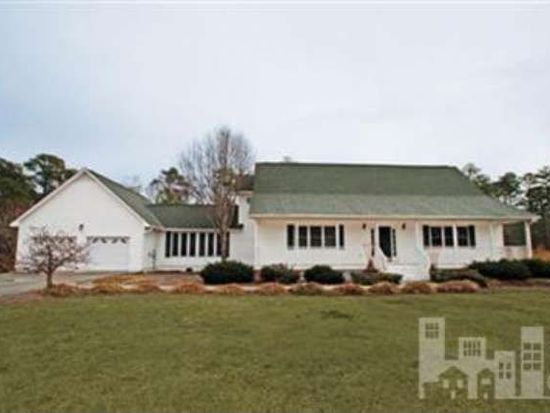 219 Country Club Dr, Wallace, NC 28466