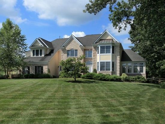7 Winterberry Ct, Whitehouse Station, NJ 08889