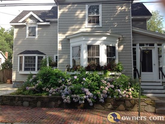 24 Arlington St, Newburyport, MA 01950